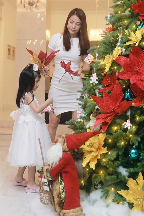 Mẹ con Trương Ngọc Ánh háo hức đón Noel - 4