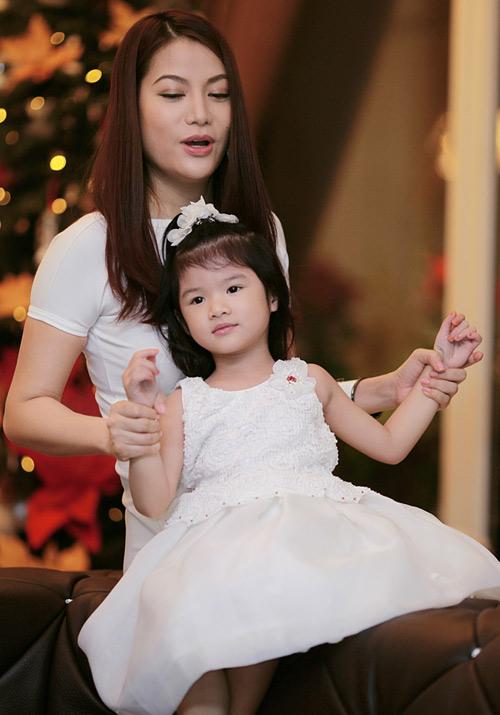 Mẹ con Trương Ngọc Ánh háo hức đón Noel - 10