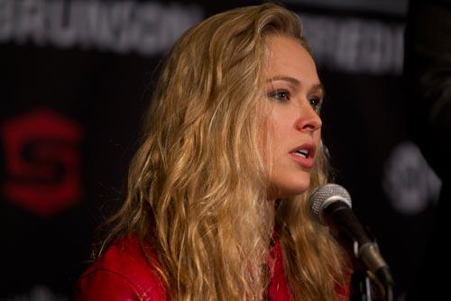 Nhà vô địch UFC nữ bẻ gãy tay đối thủ trên sàn - 1