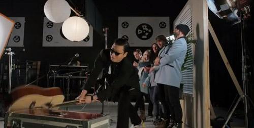 """Chàng béo Psy """"đập vỡ cây đàn"""" - 3"""