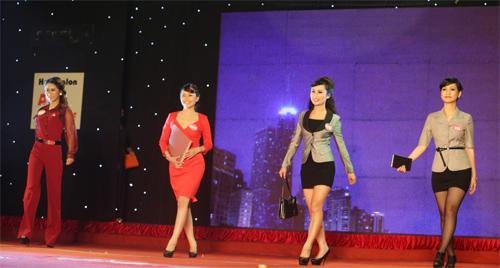 Miss Kinh doanh tỏa sáng trong giá lạnh - 13