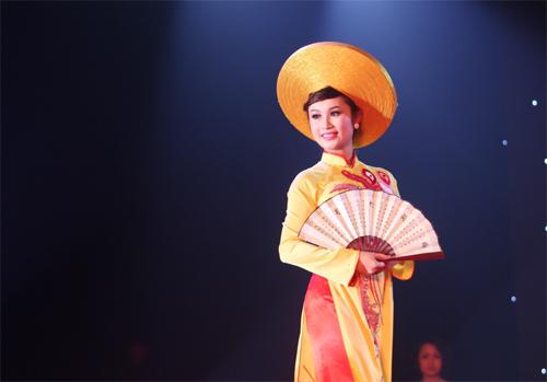 Miss Kinh doanh tỏa sáng trong giá lạnh - 8