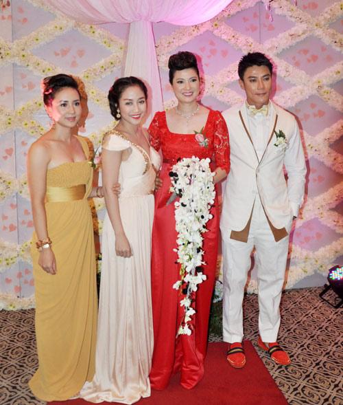 """Ba đám cưới """"dậy sóng"""" Vbiz 2012 - 1"""