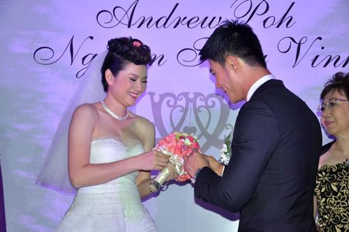 """Ba đám cưới """"dậy sóng"""" Vbiz 2012 - 3"""