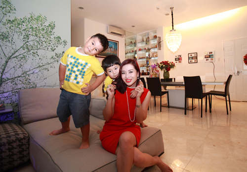 Vợ chồng Thu Hương hôn nhau tình tứ - 2