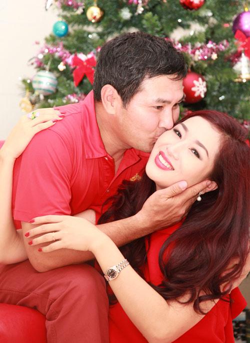 Vợ chồng Thu Hương hôn nhau tình tứ - 5