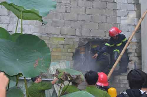 Đà Nẵng: Vũ trường New Phương Đông bốc cháy - 3