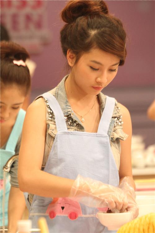 Miss Teen xinh đẹp thử tài vào bếp - 6