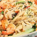 Ẩm thực - 15 phút cho mì xào hải sản kiểu Hàn Quốc