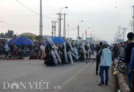 Quảng Ninh: Hàng trăm người tấn công CA - 4