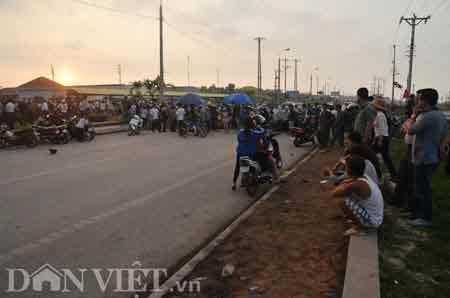 Quảng Ninh: Hàng trăm người tấn công CA, Tin tức trong ngày, tan cong cong an, canh sat, khu vuc do thi kim son, quan tai, cang leu bat, chong nguoi thi hanh cong vu, tin tuc, tin nhanh, tin hot, vn
