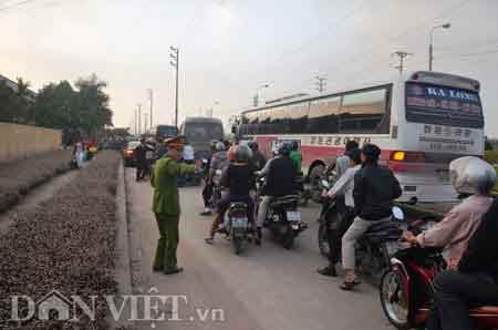 Quảng Ninh: Hàng trăm người tấn công CA - 6