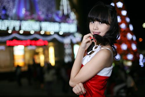 Hot girl Phương Đông xinh tươi trên phố Noel - 4