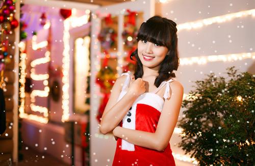 Hot girl Phương Đông xinh tươi trên phố Noel - 2