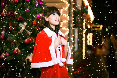 Hot girl Phương Đông xinh tươi trên phố Noel - 8