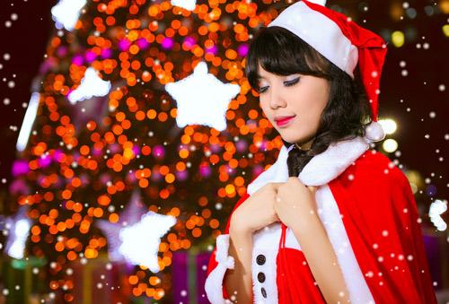 Hot girl Phương Đông xinh tươi trên phố Noel - 17