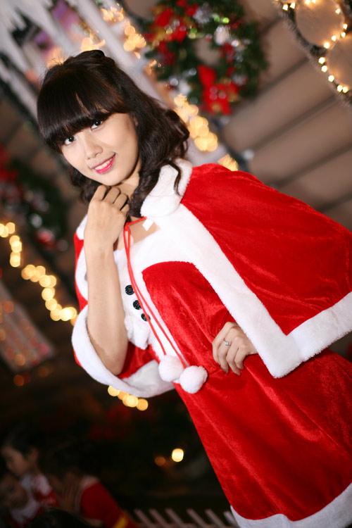 Hot girl Phương Đông xinh tươi trên phố Noel - 10