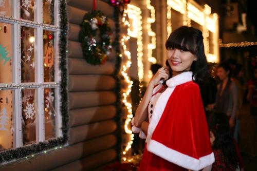 Hot girl Phương Đông xinh tươi trên phố Noel - 11