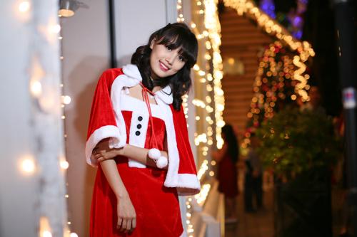 Hot girl Phương Đông xinh tươi trên phố Noel - 12