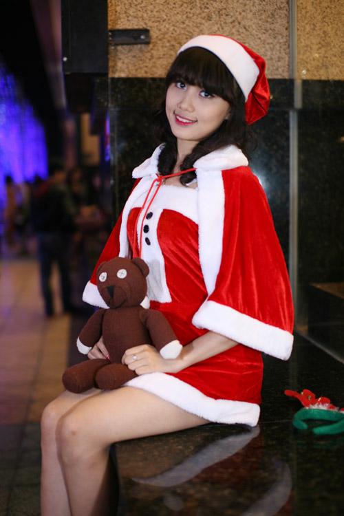 Hot girl Phương Đông xinh tươi trên phố Noel - 15