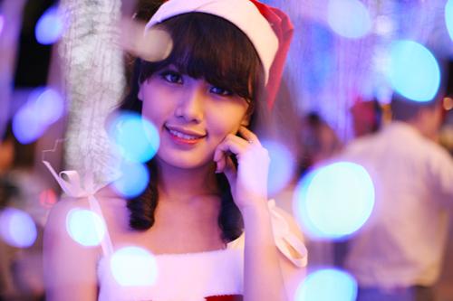 Hot girl Phương Đông xinh tươi trên phố Noel - 3
