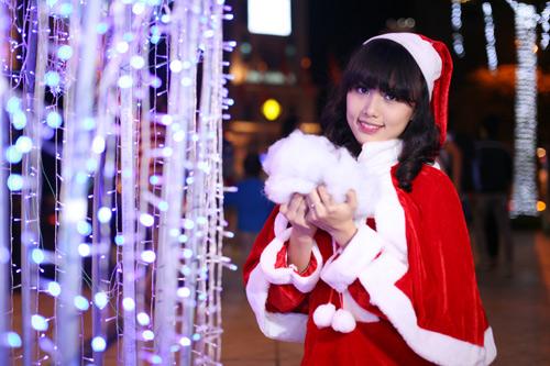 Hot girl Phương Đông xinh tươi trên phố Noel - 16