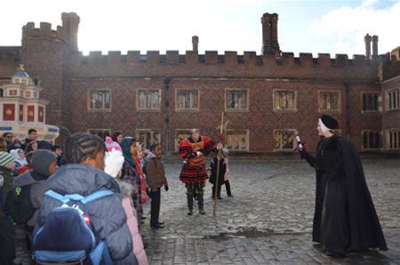 Thăm cung điện Hampton Court - 1