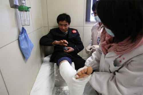 TQ: Nổ bể cá mập khổng lồ, 15 người bị thương - 4