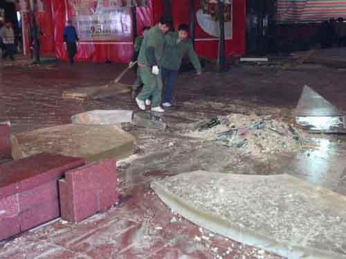 TQ: Nổ bể cá mập khổng lồ, 15 người bị thương - 1