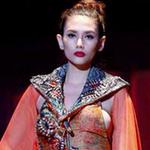 Thời trang - Hoàng Yến bị triệu tập vì sự cố lộ ngực