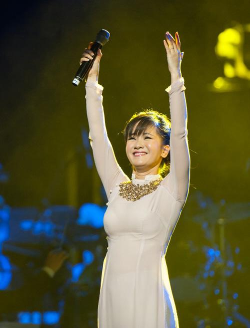 Hồng Nhung bật khóc nhớ Trịnh Công Sơn - 1