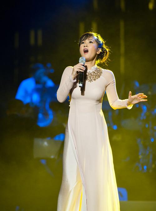 Hồng Nhung bật khóc nhớ Trịnh Công Sơn - 2