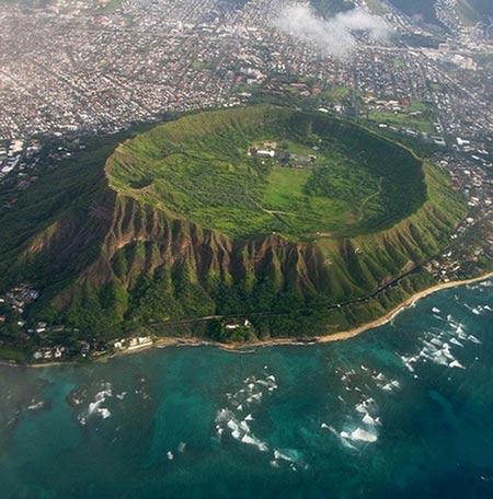 Chiêm ngưỡng 10 miệng núi lửa đặc biệt nhất thế giới - 1