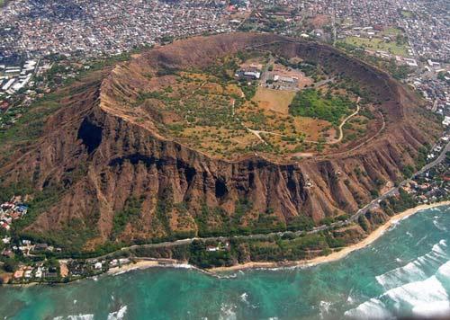 Chiêm ngưỡng 10 miệng núi lửa đặc biệt nhất thế giới - 2