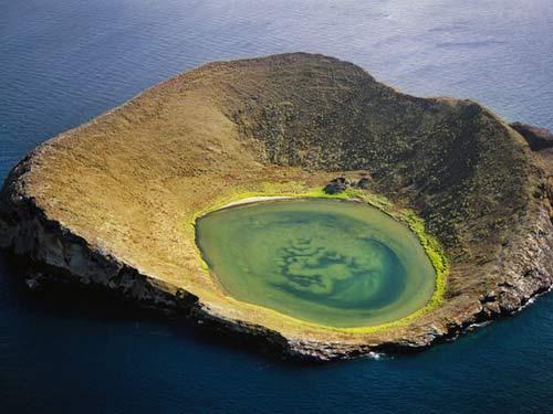Chiêm ngưỡng 10 miệng núi lửa đặc biệt nhất thế giới - 6