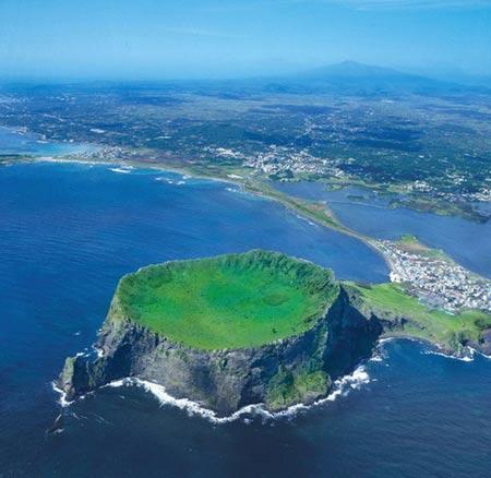 Chiêm ngưỡng 10 miệng núi lửa đặc biệt nhất thế giới - 11