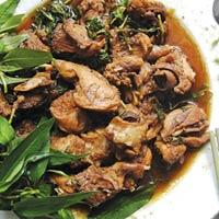 Độc đáo món chuột đồng xào rau răm