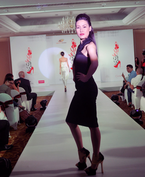 Mỹ nữ Việt và Âm mưu giày gót nhọn - 6
