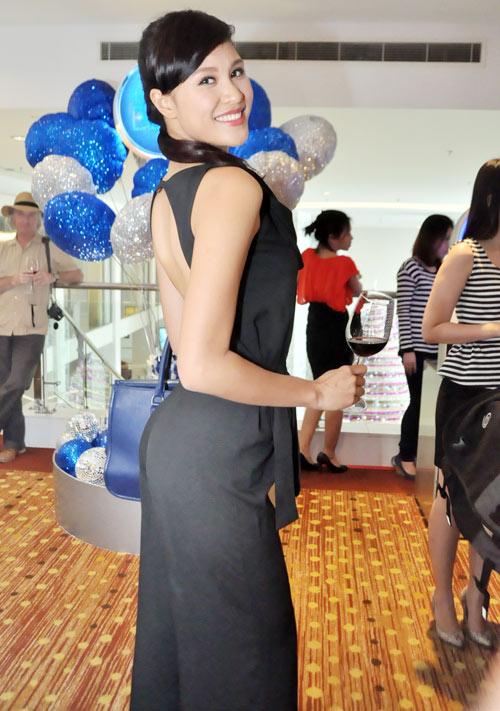 Mỹ nữ Việt và Âm mưu giày gót nhọn - 12