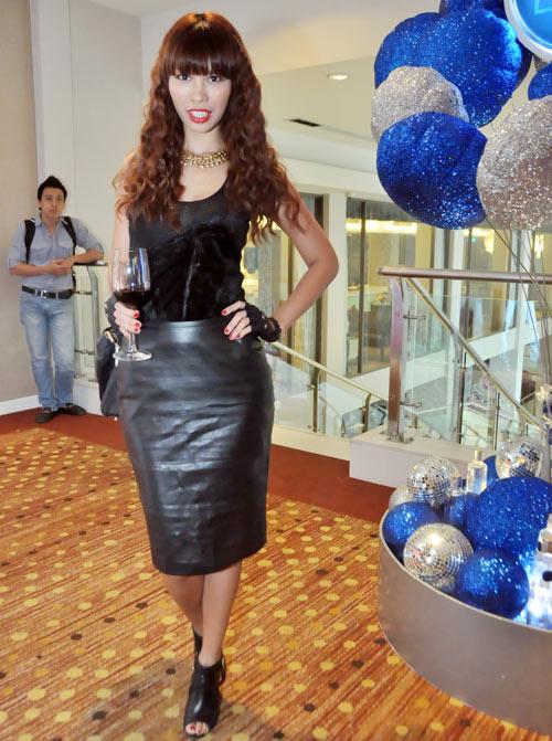 Mỹ nữ Việt và Âm mưu giày gót nhọn - 9