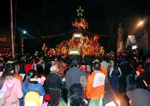 Đêm Noel lung linh ở nhà thờ đá Phát Diệm - 8