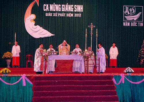 Đêm Noel lung linh ở nhà thờ đá Phát Diệm - 6