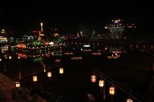 Đêm Noel lung linh ở nhà thờ đá Phát Diệm - 10