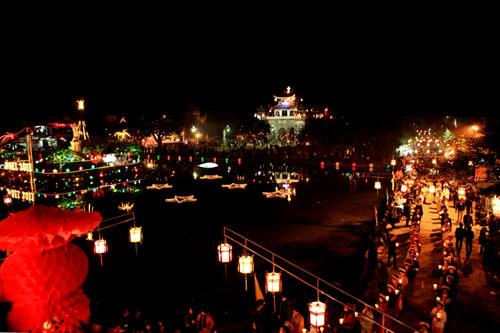 Đêm Noel lung linh ở nhà thờ đá Phát Diệm - 9