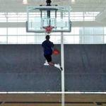 Thể thao - Video: Cao 1m65 úp rổ điêu luyện