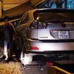 Tin tức trong ngày - Bị xe Lexus tông, hai bố con chết thảm