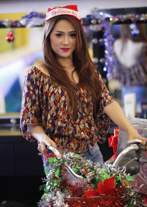 """MC Thanh Bạch """"chọc quê"""" Hương Giang - 11"""