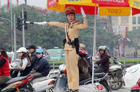 Hà Nội tung nữ cảnh sát điều khiển GT, Tin tức trong ngày, nu csgt, csgt, dieu khien giao thong, canh sat ha noi, phan luong, cong an ha noi, bao, tin tuc, tin hot, tin hay, vn