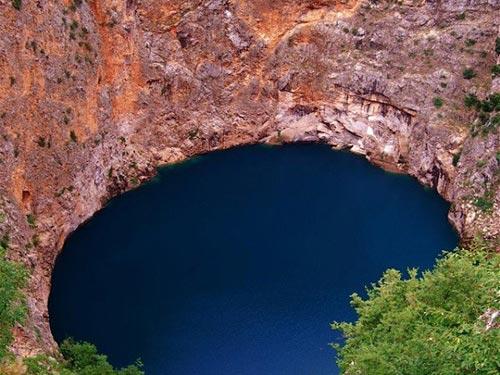 Quyến rũ 3 'hố nước xanh' ảo diệu nhất thế giới - 6