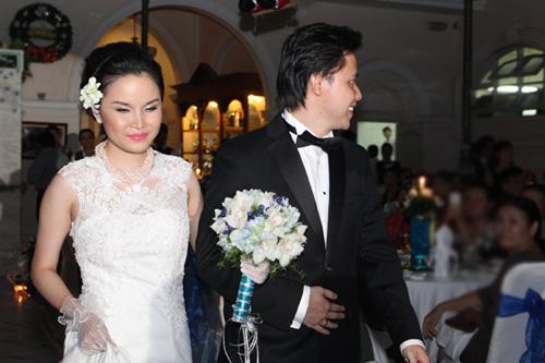 Thu Ngọc (Mây Trắng) rạng rỡ ngày cưới - 3